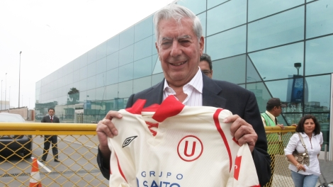 """Mario Vargas Llosa: """"Ser socio de la 'U' me hace sentir honradísimo"""""""