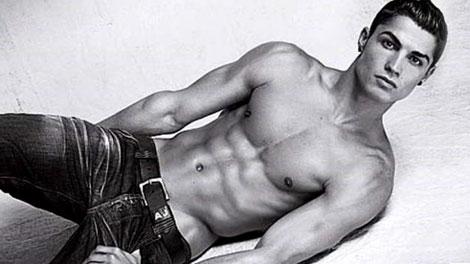 Cristiano Ronaldo posó en jeans y en ropa interior