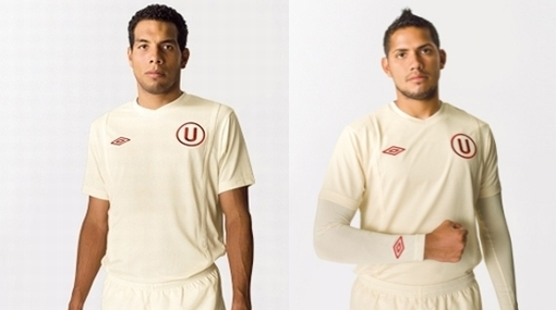 Versión 2010: vea la nueva camiseta de la 'U'