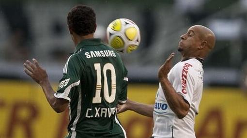 Roberto Carlos vio su primera tarjeta roja en Brasil en el clásico con el Palmeiras