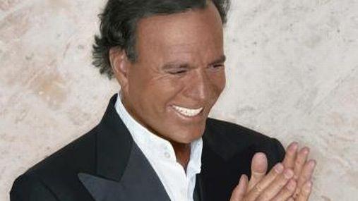 Julio Iglesias no descartó cantar 'La flor de la canela' en su show en Lima