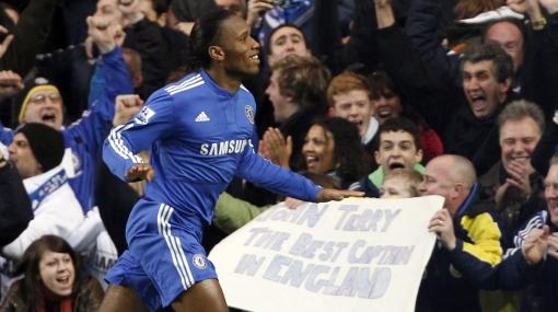 Chelsea brilla y es líder de la Liga Premier con John Terry a la cabeza