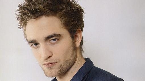"""Robert Pattinson se siente """"intimidado"""" por compartir cama con la actriz Uma Thurman"""