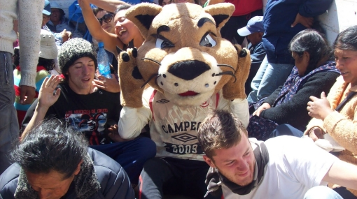 La mascota de la 'U', 'Garrita', viajó a Santa Cruz por tierra