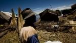 Viento desplazó 45 islas de los uros y 200 familias resultaron afectadas - Noticias de crecida del río marañón