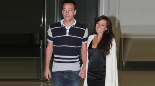 Familia feliz: John Terry y su esposa volvieron a Londres después de su reconciliación en Dubái