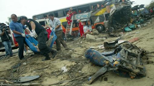 Irresponsable: Chofer no respetó señal de no adelantarse y ocasionó fatal accidente en La Libertad