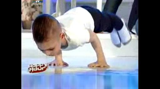 El niño más fuerte del mundo batió un nuevo récord Guinness