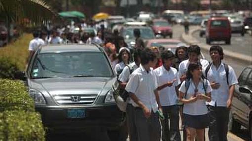 Se acabaron las vacaciones: retorno a clases se da en medio del caos vehicular