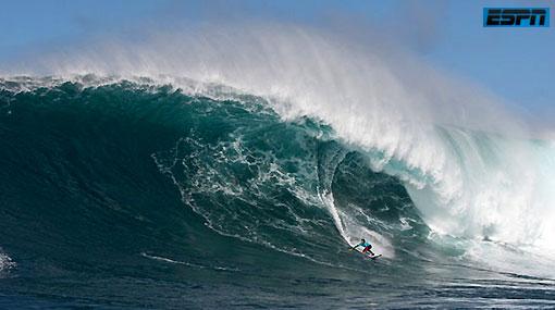 Peruano Villarán corrió una ola gigante provocada por el terremoto en Chile