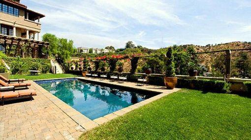 La actriz Mischa Barton vende su mansión de Beverly Hills en 8,4 millones de dólares