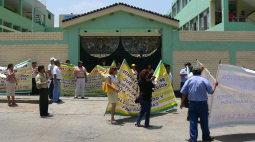 Hijos de policías no pueden estudiar por disputa en colegio Alcides Vigo