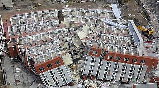Tras el terremoto en Chile, Piñera firma decreto de austeridad y habla de economía de guerra