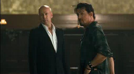 Silvester Stallone, Bruce Willis y Arnold Schwarzenegger juntos, en un filme de acción que promete