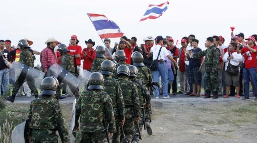 Crece la tensión en Tailandia: bloquean páginas web y canales TV
