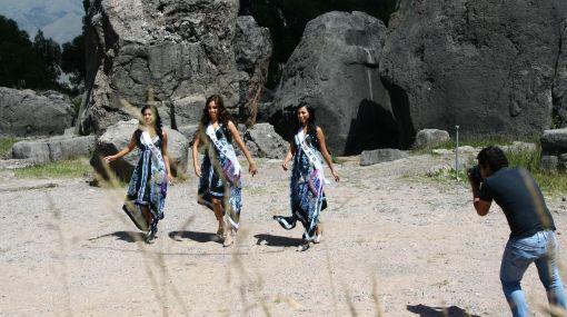 Candidatas a Miss Perú visitaron la fortaleza de Sacsahuamán