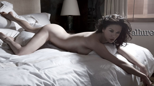 Espectacular a los 40: Catherine Zeta-Jones posó desnuda por primera vez