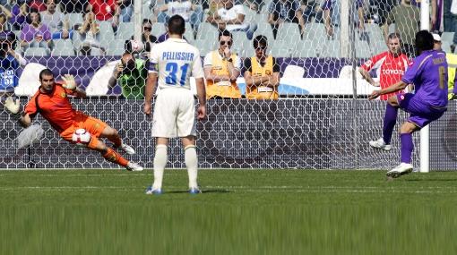 La Fiorentina multará a Juan Vargas por fallar un penal ante el Chievo