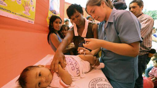 Niños con vacunas incompletas serán atendidos desde hoy en todo el país
