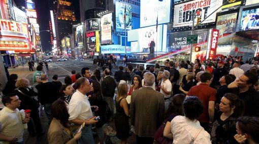 Times Square en Nueva York fue evacuado por sospecha de bomba en auto