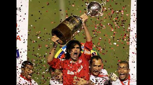 ¿Sabías que el trofeo de la Copa Libertadores se hizo en el Perú?