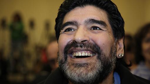 """Ataques contra Maradona no cesan: """"Es una basura"""", afirmó ayudante de Basile"""