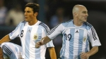 Maradona dio su lista: dejó a Zanetti y a Cambiasso fuera del Mundial - Noticias de fc barcelona