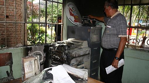 Rechazo a exportación de gas: turba atacó con piedras y bombas molotov la gobernación de La Convención