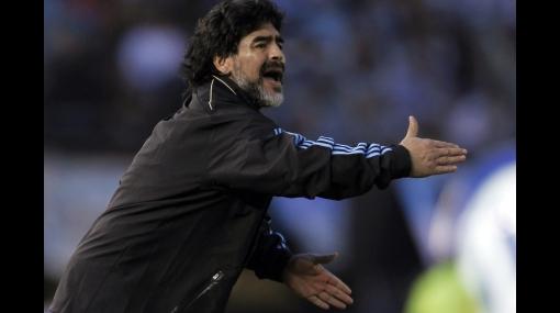 """Maradona: """"Messi tiene una carga en el abductor y no lo quise arriesgar"""""""