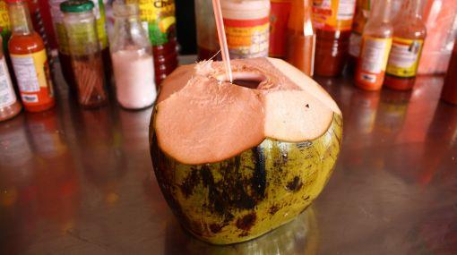 Contra la resaca: Pruebe las bondades hidratantes del agua de coco