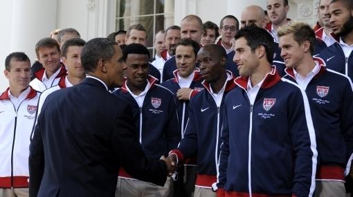 """Barack Obama se declaró """"fanático"""" de la selección de EE. UU y le deseó suerte"""