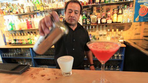 Con ruda, kion y ají: creativos cocteles en el bar del restaurante Hervé