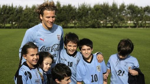 Diego Forlán encabeza el sueño uruguayo rumbo al Mundial
