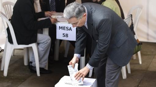 """Uribe pide """"voto en conciencia"""" durante las elecciones presidenciales colombianas"""