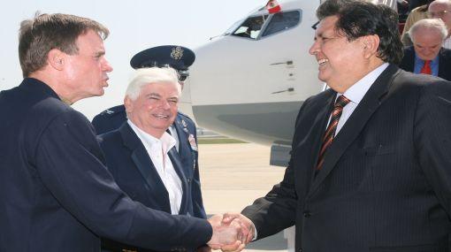 Alan García fue recibido por autoridades estadounidenses a su llegada a Washington