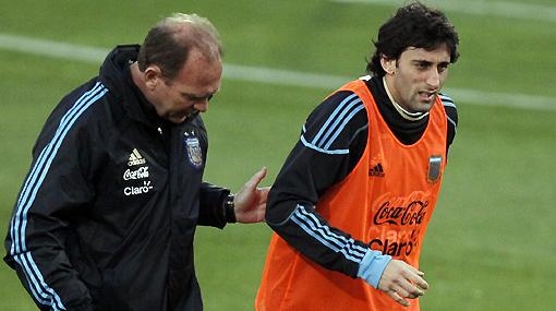 Argentinos respiran tranquilos: Diego Milito superó un esguince al tobillo