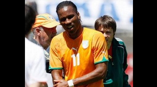 """Una luz de esperanza: Drogba fue operado hoy """"con éxito"""" de su fractura en el brazo"""