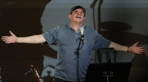 Las protestas marcan el retorno del cantautor Silvio Rodríguez a Nueva York