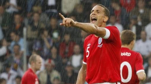 Rio Ferdinand cree que le han hecho un maleficio para que no vaya a Sudáfrica