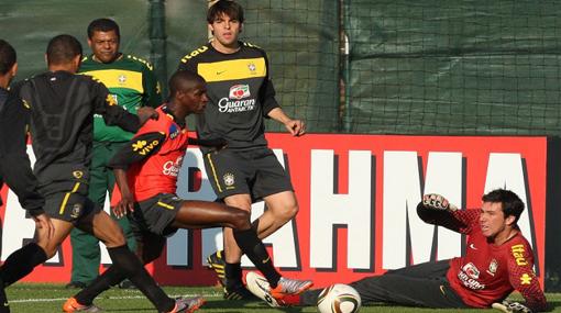 Brasil se llena de goles: equipo de Kaká venció por 6-5 al de Robinho en partido de práctica