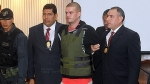 Cuatro policías vigilan a Joran van der Sloot para que no se suicide - Noticias de el trome