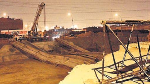 Municipio culpa a constructora del desplome de puente que iba a unir San Juan de Lurigancho y El Agustino