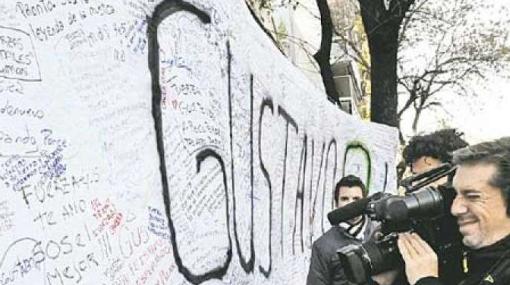 Fanáticos argentinos dan fuerzas a Gustavo Cerati mientras esperan un nuevo parte médico