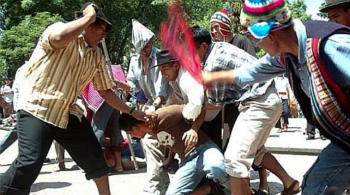 Huánuco: pobladores detienen a policías en aparente estado de ebriedad