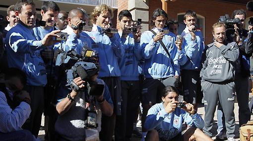 FOTOS: Uruguay visitó una mina de diamantes y se comprobó la 'forlanmanía'