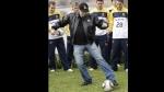 John Travolta bailó y cantó para desear suerte a Australia en su debut en el Mundial - Noticias de john travolta