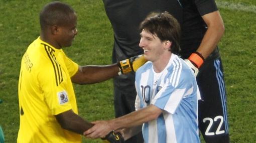 """Messi destacó la gran actuación del arquero nigeriano: """"Estuvo fenómeno"""""""