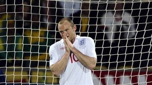 Rooney no entrenó por molestias en el tobillo y preocupa en Inglaterra