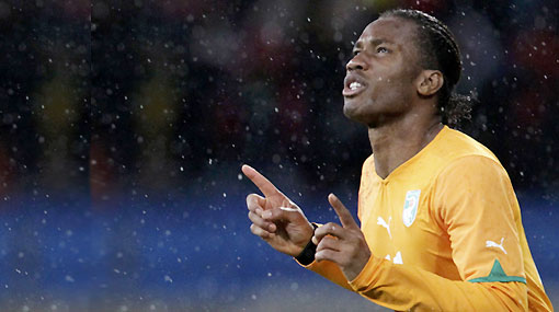 Drogba pasó la prueba y será titular contra Brasil este domingo