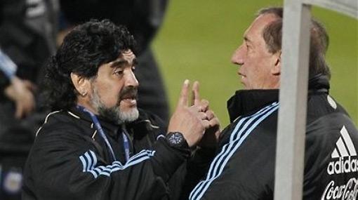 ¿Por qué Bilardo ni aparece en el banco argentino?